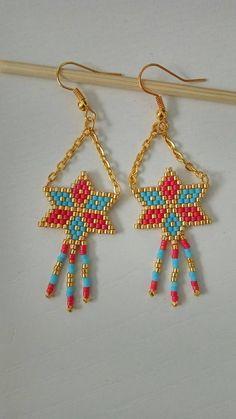 Items similar to Brickstitch star earrings on Etsy Seed Bead Earrings, Star Earrings, Beaded Earrings, Beaded Bracelets, Beaded Jewelry Patterns, Beading Patterns, Peyote Stitch Patterns, Craft Accessories, Bracelets
