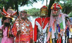 John Canoe Festival celebrants, Kingston, Jamaica |© WikiPedant/WikiCommons Jamaican Festival, Celebration Around The World, What Is Christmas, Black Christmas, Merry Christmas, Festival Celebration, Dancing In The Rain, Rain Dance, African Culture
