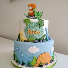 Dinasour Birthday Cake, Baby Birthday Cakes, Dinosaur Birthday Party, 1st Boy Birthday, Elmo Party, Mickey Party, Dinosaur Cakes For Boys, Cakes For Kids, Dinosaur Cake Pops