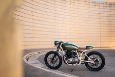 Kawasaki KZ440 Cafe Racer by GT-Moto #motorcyclesgirls #chicasmoteras | caferacerpasion.com