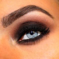 Make your look complete with the Black gelliner! Made by MUA @felicialison.mua #makeupstudio #gelliner #makeup #smokeyeye #black