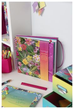 Organise your holiday snaps in this fantastic scrapbook. Manicure Set, Card Making, Stationery, Scrapbooking, Organization, Holiday, Projects, How To Make, Prints