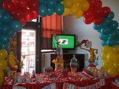 I think Wessers Nana has a balloon problem cause she really wants the balloons done like this at the party