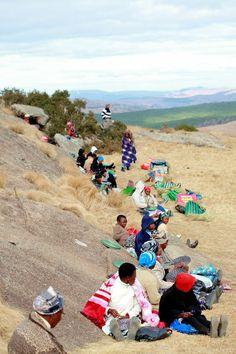 Women weavers in Swaziland. (photo credit Henrique Wilding)