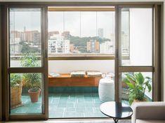 APARTAMENTO DA EDWIGES E DO RICARDO Balcony, Windows, Veranda Ideas, Green Kitchen, Ceiling, Wood, Environment, Arquitetura, Houses