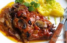 Szaftos sertéstarja   TopReceptek.hu Main Meals, Pork Recipes, Meatloaf, Food And Drink, Chicken, Dinner, Health, Basket, Pork Cutlet Recipes