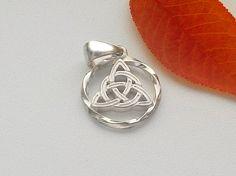 Trinity Knot.Trinity Anhänger. Triqueta Halskette. Triquetra.Celtic Halskette…