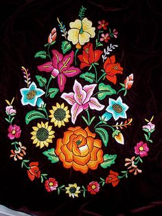 Embroidery for a fancy local bloose - Huipiles de Juchitán… Brazilian Embroidery Stitches, Mexican Embroidery, Types Of Embroidery, Folk Embroidery, Hand Embroidery Patterns, Floral Embroidery, Machine Embroidery, Embroidery Designs, Folk Art Flowers
