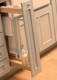 Slim pull-out w/ rod for towel drying