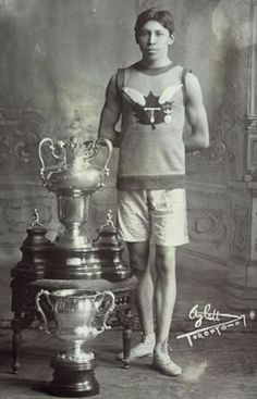 Tom Longboat- Canadian Six Nation's atlet, Native Canadian, Canadian History, American History, Six Nations, First Nations, Marathon Runners, Native American Indians, Native Americans, Best Funny Pictures
