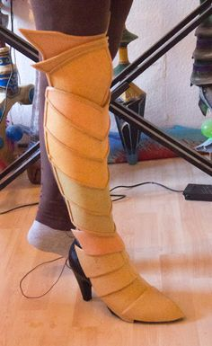 How to make armor boots among other things. Hyperlink to page with cosplay tutorials - can be modified for male armor