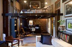mezaninos-com-piso-de-cristal-tomam-conta-do-flat-do-jornalista-projeto-do-arquiteto-caco-borges-neles-o-quarto-foto-e-a-biblioteca-ganham-espaco-a-casa-cor-rj-vai-de-03-de-1349216374025_948x632.jpg (948×632)