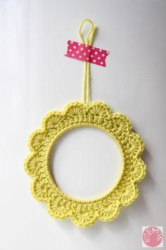 Cadre en crochet de Mademoiselle No.M sur DaWanda.com