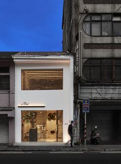 FUNGODESIGN | AFAD on Behance Cafe Shop Design, Cafe Interior Design, Store Design, House Design, Café Exterior, Design Exterior, Facade Design, Facade Architecture, Amazing Architecture