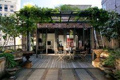Dachterrasse in New York, Schoener Wohnen  http://www.schoener-wohnen.de/bauen/garten-und-terrasse/213013-terrassen-in-architektenhaeusern-3.html#