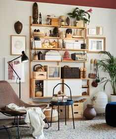Keep your most cherished travel collectibles out in the open on shelving like IKEA SVALNÄS, for all to see. Ikea Living Room, Ikea Bedroom, Living Room Furniture, Furniture Nyc, Furniture Online, Luxury Furniture, Living Rooms, Outdoor Furniture, Svalnäs Ikea