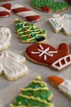 Cookie Recipes 452893306262732770 - recette biscuits noel Plus Source by Desserts With Biscuits, Cookies Et Biscuits, Sugar Cookies, Xmas Food, Christmas Cooking, Gluten Free Cookies, Christmas Treats, Noel Christmas, Cookie Decorating
