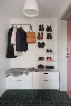 IKEA schoenenkast Entryway and Hallway Decorating Ideas Ikea rideau Schoenenkast Nordli Ikea, Ikea Shoe Cabinet, Unique Home Decor, Accent Decor, Bedroom Decor, New Homes, Interior Design, Ikea Hallway, Hallway Ideas