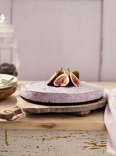 Deze typisch Amerikaanse cheesecake heeft een stevige bodem met een volle chocolade-smaak en een romige, maar frisse bovenlaag met bosbessen en vijgen.