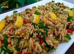 Delicious Day Salad with Roasted Noodle - Vegetarisch Noodle Salad, Pasta Salad, Yummy Noodles, Turkish Recipes, Ethnic Recipes, Good Food, Yummy Food, Appetizer Salads, Saveur