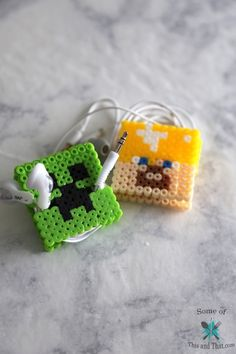 Keep your earbuds organized and knot free with these DIY earbud holders! From a DIY Deadpool to DIY Minecraft, the possibilities are endless! Minecraft Gifts, Minecraft Perler, Minecraft Market, Minecraft Party, Minecraft Skins, Perler Bead Designs, Hama Beads Patterns, Beading Patterns, Earbud Holder Diy