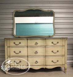 Nice Davis Cabinet Company Vintage Dresser With Mirror