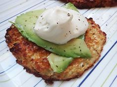Cauliflower 'Bread' with Avocado - ultra low carb YUM! Banting Bread, Banting Diet, Banting Recipes, Banting Breakfast, Ketogenic Breakfast, Breakfast Recipes, Braai Recipes, Side Recipes, Low Carb Recipes