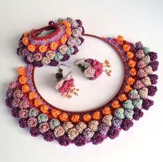 ooak crochet earringspurple flower earringsquirky por Marmotescu
