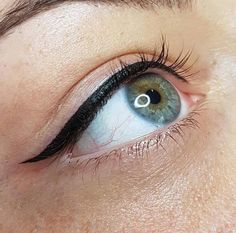 Top Eyeliner Permanent Make-up… Maquillage Permanent Eye Liner, Permanent Makeup Eyebrows, Semi Permanent Makeup, Eyebrow Makeup, Beauty Makeup, Permanent Tattoo, Demi Permanent, Emo Makeup, Hair Makeup