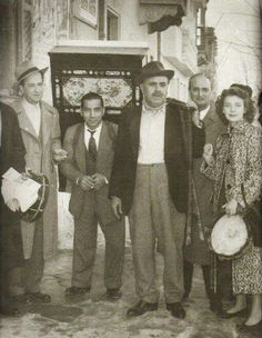 ΑγαπηΜενη ταινια Cinema Theatre, Athens Greece, Old Photos, Movie Stars, Old School, Famous People, Greek, In This Moment, Memories
