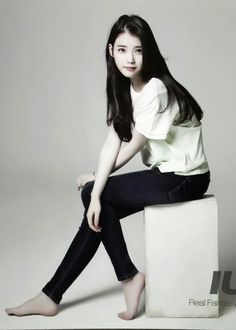 Share, rate and discuss pictures of Ji-eun Lee's feet on wikiFeet - the most comprehensive celebrity feet database to ever have existed. Iu Fashion, Fashion Poses, Korean Fashion, Ulzzang Fashion, Jeans Fashion, Body Poses, Korean Celebrities, Beautiful Asian Women, Korean Actresses