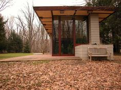 Penfield House / 2203 River Rd, Willoughby Hills, OH / 1955 / Usonian / Frank Lloyd Wright Organic Architecture, Architecture Design, Usonian House, Frank Lloyd Wright Homes, Beautiful Buildings, Exterior, House Design, Diy Food, Barns