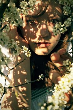 Ideas for photography flowers portrait lighting Ideas for photography f. Ideas for photography flowers portrait lighting Ideas for photography flowers portrait lig Creative Photography, Photography Poses, Fashion Photography, Photography Flowers, Fitness Photography, Natural Light Photography, Inspiring Photography, Photography Tutorials, Beauty Photography