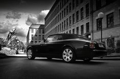 awesome rolls royce phantom white with black rims car images hd Project Kahn Gives Rolls Royce Drophead Coupe More Attitude Rolls Royce Phantom White, Rolls Royce Phantom Coupe, Rolls Royce Black, Rolls Royce Cars, Rolls Royce Drophead, Rolls Royce Phantom Drophead, Black Rims Car, Rolls Royce Wallpaper, Car Paint Colors