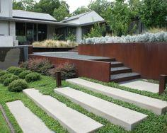 diseño con escalones y hierbas decorativas