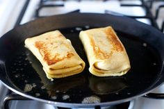 Cheese Blintzes fry them in butter. No Dairy Recipes, Dessert Recipes, Cooking Recipes, Desserts, Breakfast Recipes, Cheese Blintzes, Baking Secrets, Baking Tips, Bread Baking