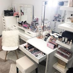 That @luxmakeuplight glow. One amazing makeup light . All other acrylic makeup storage by us . #beauty #beautyroom #beautystore #beautytable #beautymirror #vanity #vanityroom #vanitydecor #vanityideas #lipglossstorage #lipstickstorage #vanitytable #makeuporganizer #cosmeticorganizer #vanityorganizer #makeuporganiser #makeupdividers #muamelbourne #muasydney #makeupaustralia #makeupblogger #beautybloggerau #makeupartist #makeupartistmelbourne #makeupartistsydney #makeupartistbrisbane ...