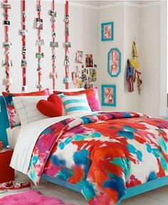 Modern Dorm Room Decorating Ideas For Girls I like the ribbons hanging with the pictures