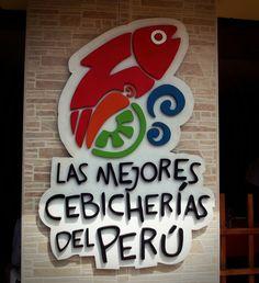 """Este isotipo de """"Las mejores cebicherías del Perú"""" se puede apreciar en el muro de la entrada que esta separando los dos salones del restaurante Señor Pesca'o"""