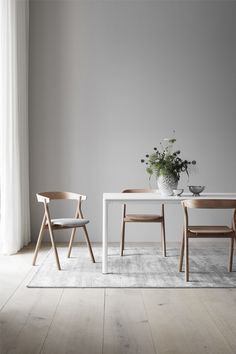 On my radar: new furniture launches and discoveries for March - cate st hill New launches Fredericia furniture Dinning Room Tables, Dining Room Lighting, Dining Room Design, Wood Tables, Side Tables, Scandi Dining Table, White Dining Table, Scandinavian Dining Chairs, Dining Sets