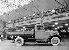 Camion léger benne Renault type AGC 48 cv 2 tonnes - 1936 © Renault communication / PHOTOGRAPHE INCONNU (PHOTOGRAPHER UNKNOWN) DROITS RESERVES