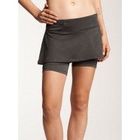 The bum wrap is Oiselle's answer to the running skirt. The comfort of compression shorts (think: no chafing, no extra material) with added flattering wrap coverage.