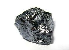 Materiałami z których robi się tranzystory są : krzem,german (jest to metal srebrzystobiały) ,arsenek galu.