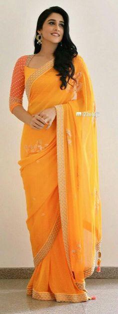 How to Select the Best Modern Saree for You? Saree Blouse Patterns, Saree Blouse Designs, Indian Dresses, Indian Outfits, Saree Jackets, Modern Saree, Simple Sarees, Blouse Models, Elegant Saree