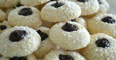 Deze kokos-maizenakoekjes had ik al eens geplaatst, maar nu wat opgepimpt met chocolade in het midden. Simpel te maken, maar zo lekker...