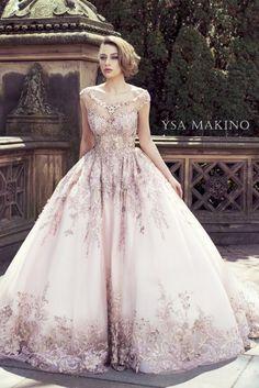 Test : Découvre la princesse Disney qui sommeille en toi ! Sur la photo : robe de mariée coupe princesse, décolleté illusion, robe rose