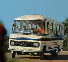 Mercedes-Benz O 309 Omnibus 18 Sitze Nice Bus, Mercedes Benz Vans, Commercial Van, Daimler Benz, Bus Coach, Classic Mercedes, Old Trucks, Car Pictures, Volvo