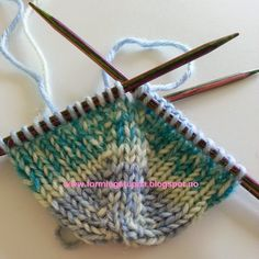 Let your fingers do the walking: Tå-opp sokker. Knitting Socks, Lana, Knitting Patterns, Diy And Crafts, Fingers, Slippers, Footwear, Let It Be, Walking