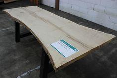 massive Tischplatte Ahorn mit Baumkante