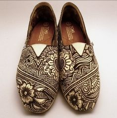 Draw on your shoes back in school or even still .. check out these TOMS, great design, & pattern even with flowers, love these kicks!